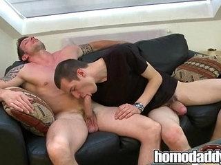 Bareback hunks on HomoDaddy